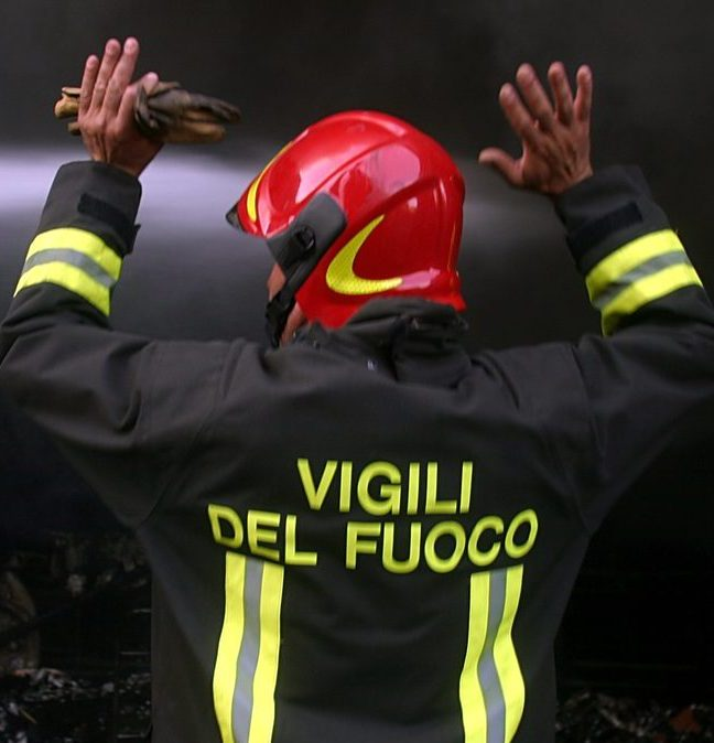 L'intervento dei vigili del fuoco per recuperare i corpi delle vittime precipitate da un viadotto a Tivoli