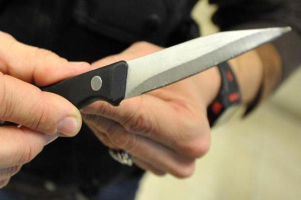 Barista minacciato con coltello